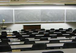 колеж в Албания