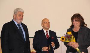Връчване отличието на д-р Иван Гаджев