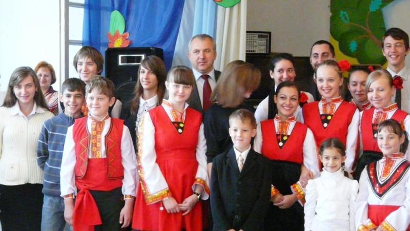 Росен Иванов с ученици в Бесарабия