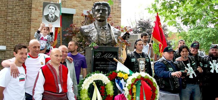 Паметник на Левски в Чикаго