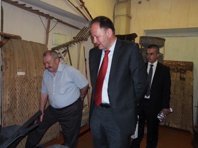 Михаил Миков посещава етнографския музей в Тераклия