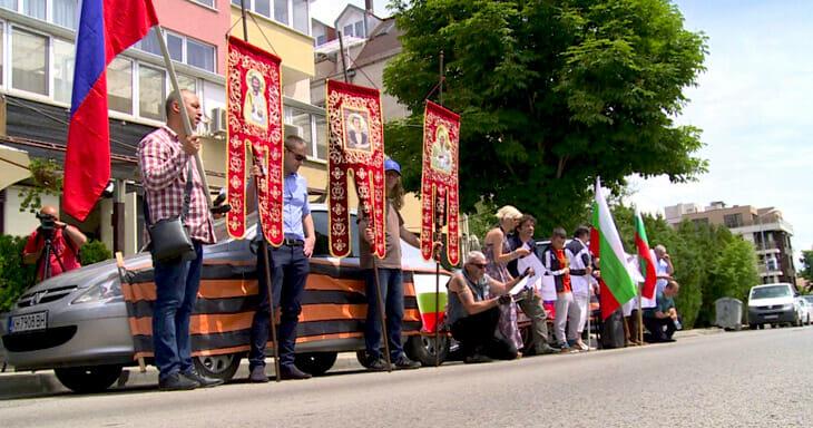 Десетина души протестираха пред посолството на Украйна